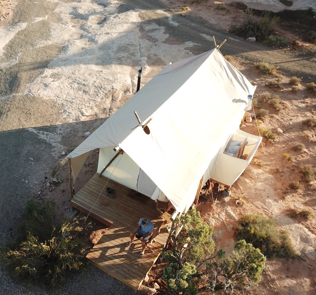 Star gazer tent with gazing panel on right side